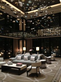 Lobby Langham Chicago. Hospitality