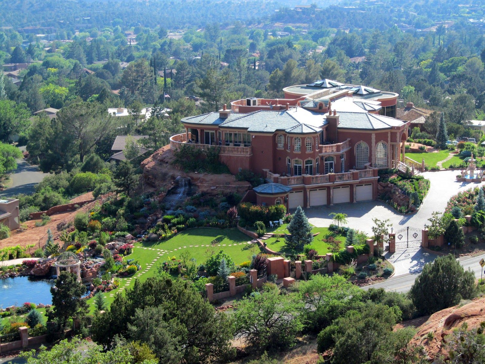 Private home owned by doctor in Sedona Looking down from Chapel