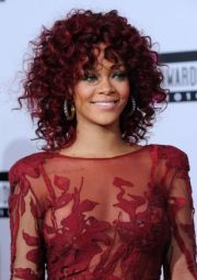 rihanna curly red hair su style
