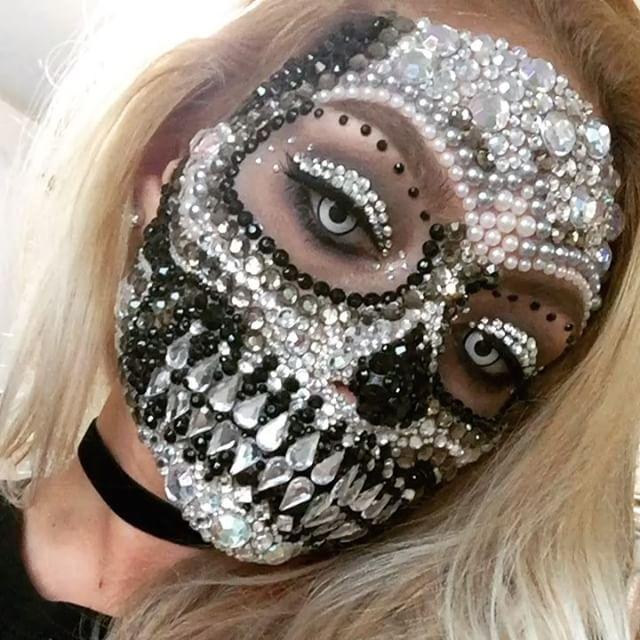 Do This As A Straightforward Glam Skeleton Rather Than A