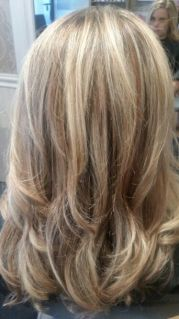 neutral blonde hair with highlights