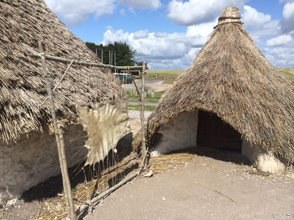 Reconstruction Neolithic Houses At Stonehenge Visitor S