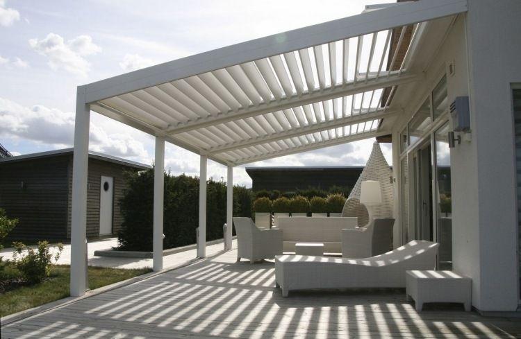 Terrassenüberdachung Mit Elektrisch Verstellbaren Lamellen Für