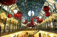 Covent Garden Market Christmas Decorations in London ...