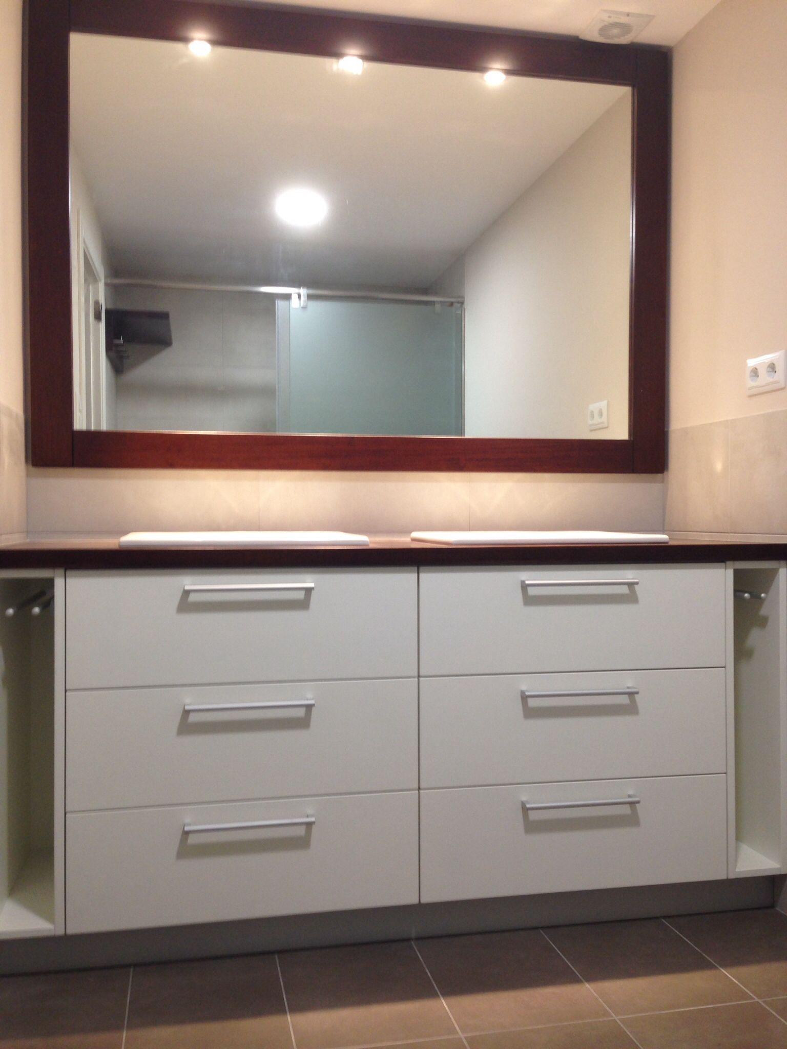 Mueble de bao Sobre y marco para el espejo de Iroko