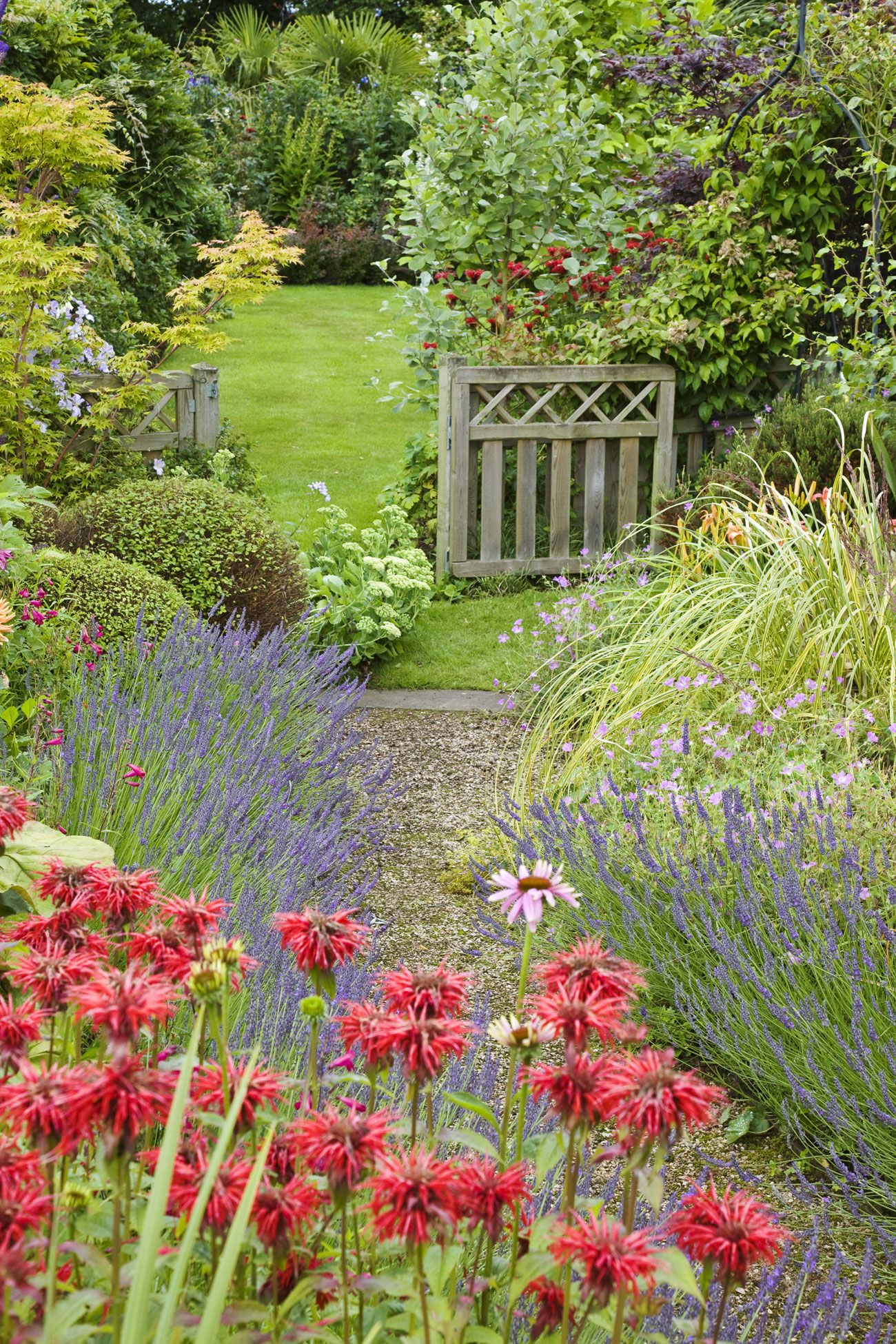 9 Lovely Ways To Make A Cottage Style Garden Gardens Wooden