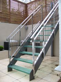 Outside Metal Staircase - http://www.potracksmart.com ...