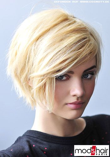 Frisuren Bilder FRAUEN Lieblicher Stufen Bob In Blond