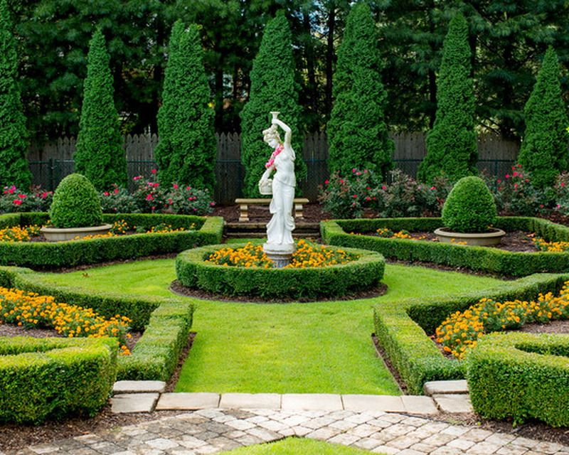Beautiful Italian Villa Garden Patio Landscape With Classic Statue