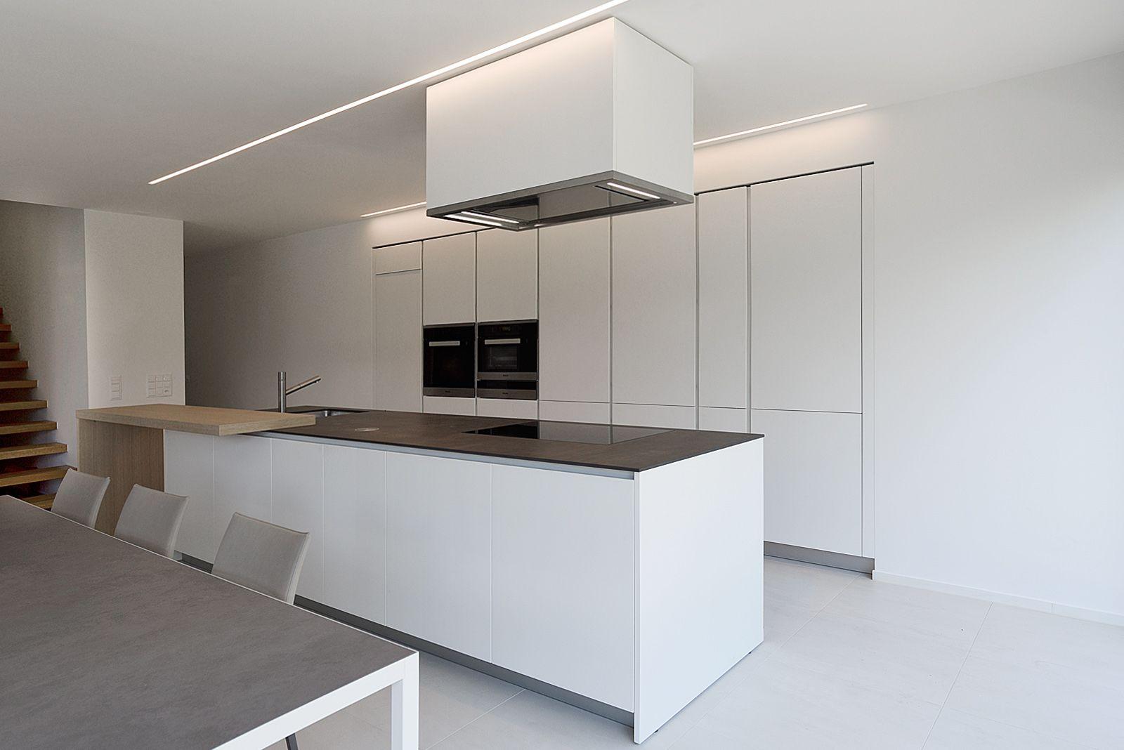 Cucina Varenna Alea con piano snack in legno di rovere Bellissima cucina moderna di design