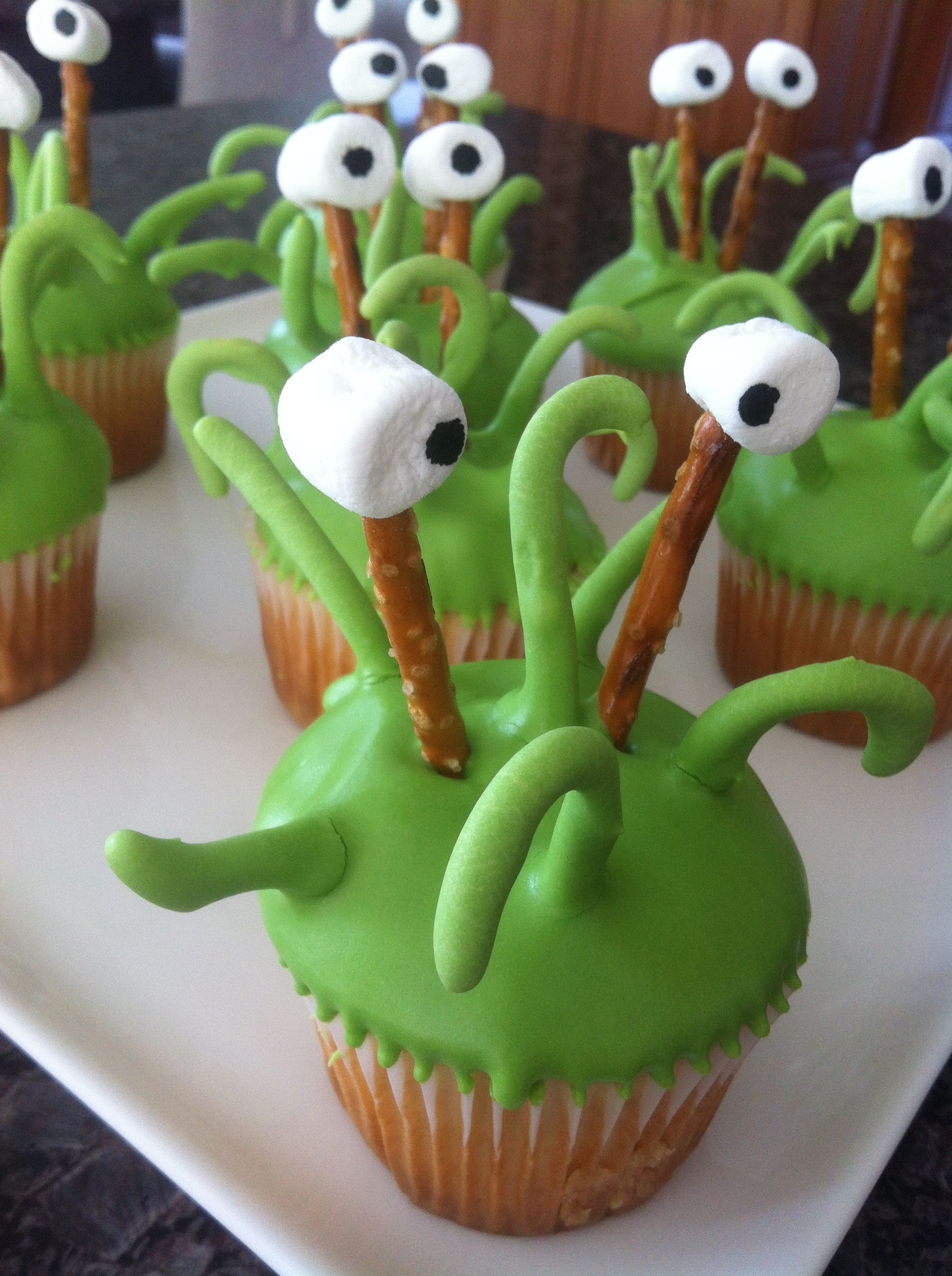Space Alien Cupcakes For Halloween This Was Such A Fun