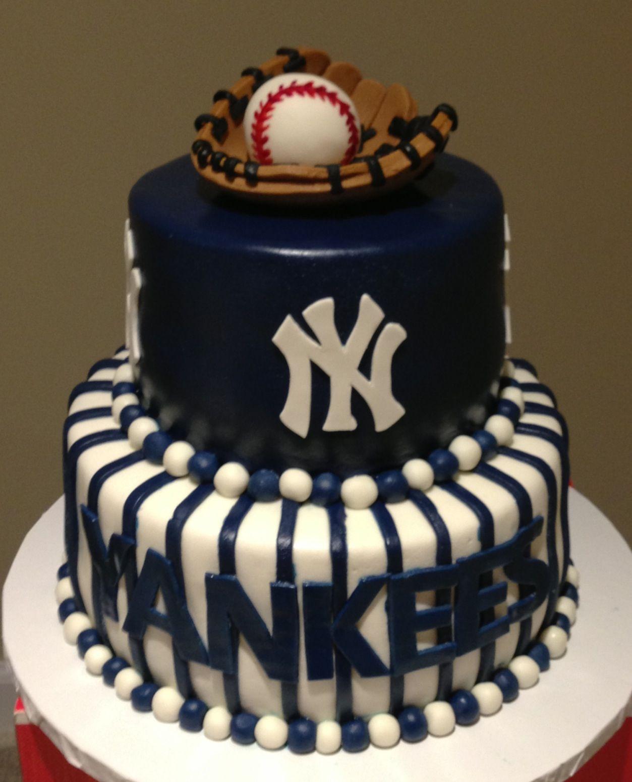 Yankees grooms cake wwwkraftykakecom  Yankees  Pinterest  Bisbol Pastelitos y Cumple