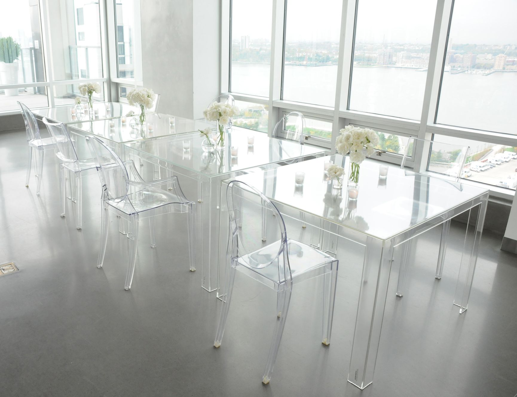 Victoria Ghost chairs  Invisible table  Kartell  Louis