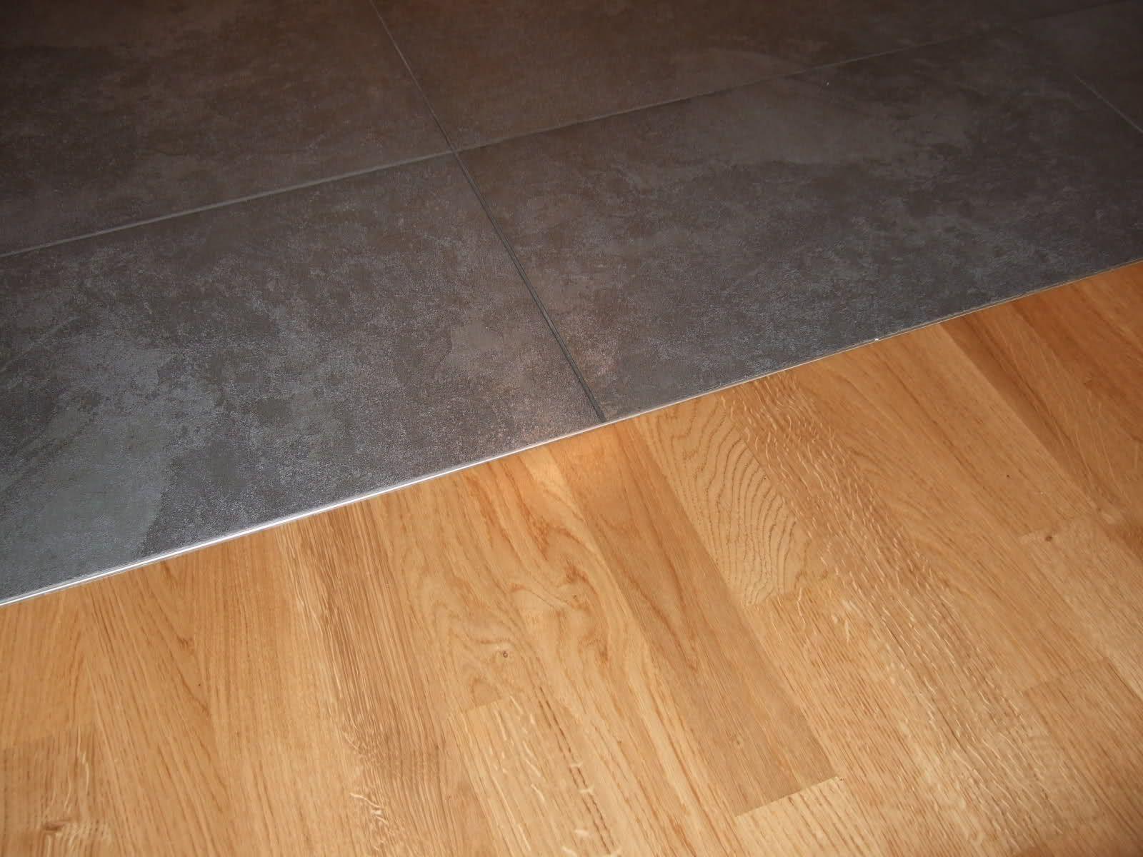Küche Holzboden Oder Fliesen Kombination Fliesen In Holzoptik Mit