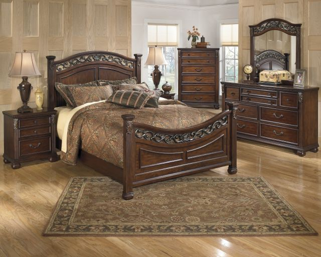 Buy Leahlyn Bedroom Set by Signature Design from