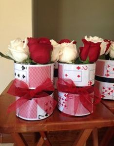 Casino party theme flowers are an easy decor idea for  valentine   day mas also buscar con google cumple adulto pinterest rh