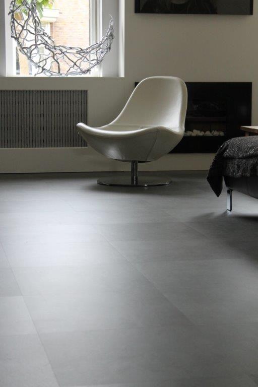 PVC tegelvloer betonlook Geplaatst in keuken woonkamer