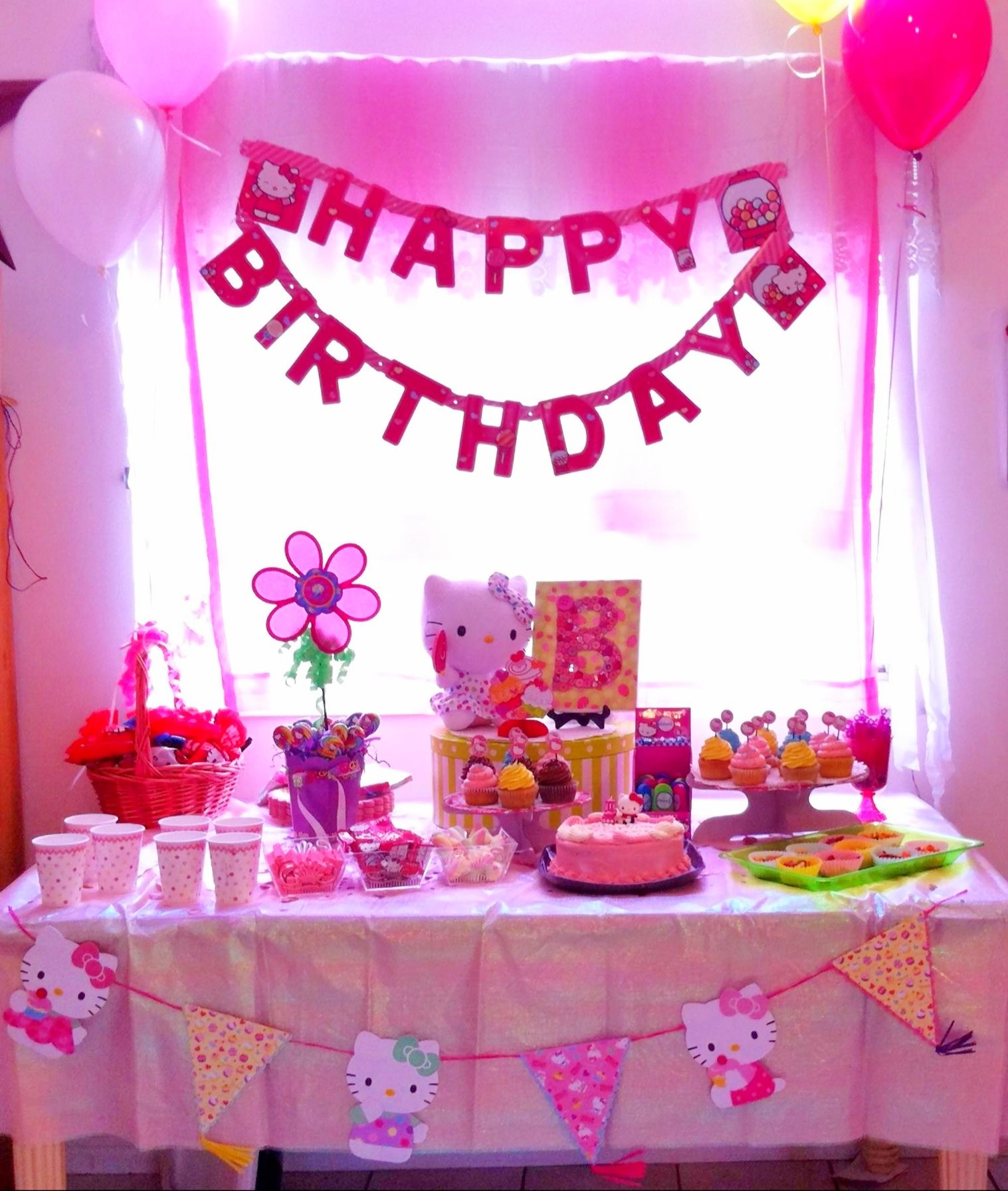 Hello Kitty Birthday Party Table Decoration