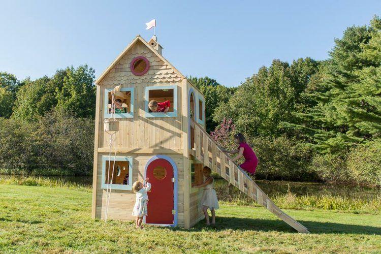 Spielburg Auf Zwei Stockwerken Mit Einer Holztreppe Ausgerüstet