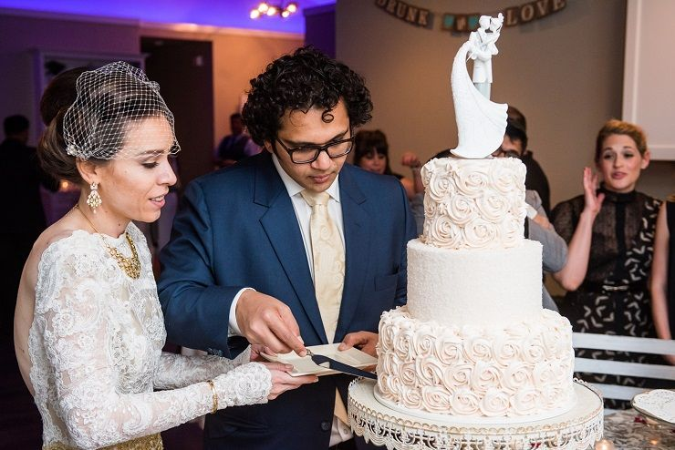 Cut the wedding cake | sodazzling.com