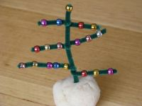 Pipe Cleaner and Bead Christmas Tree | Pipes, Christmas ...