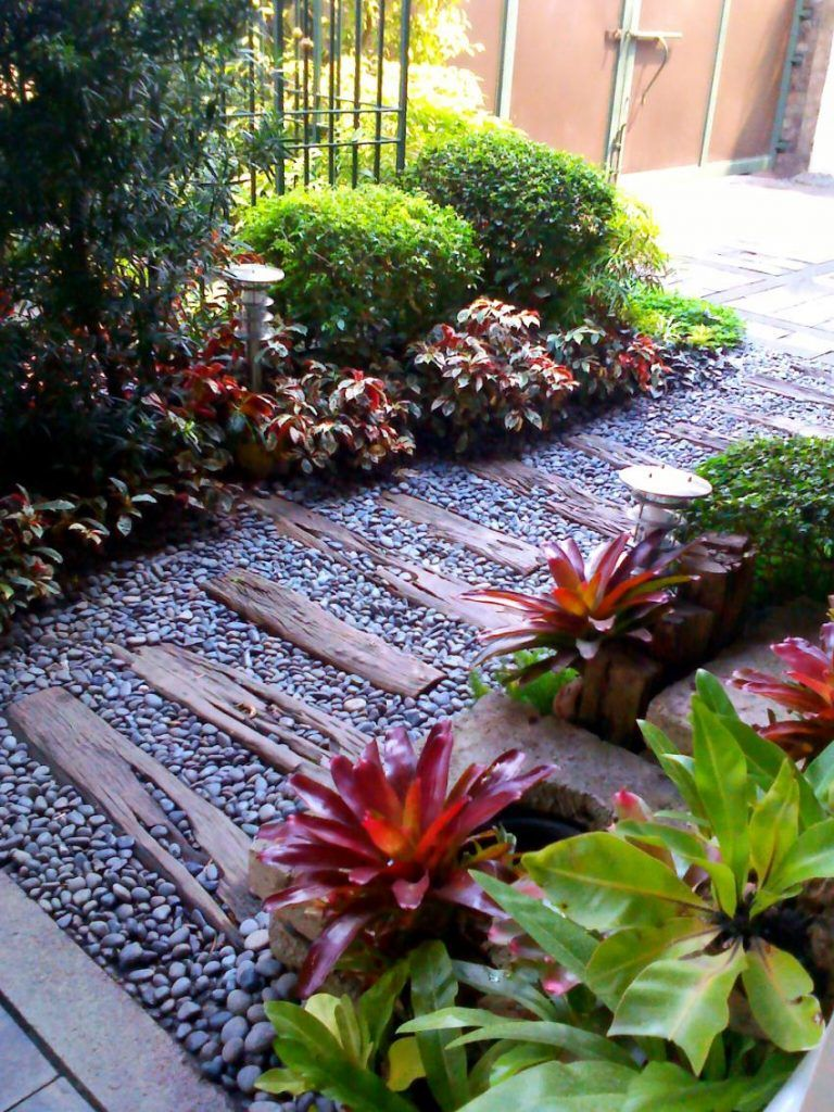 Enchanting Small Garden Landscape Ideas With Stepping Walk Path