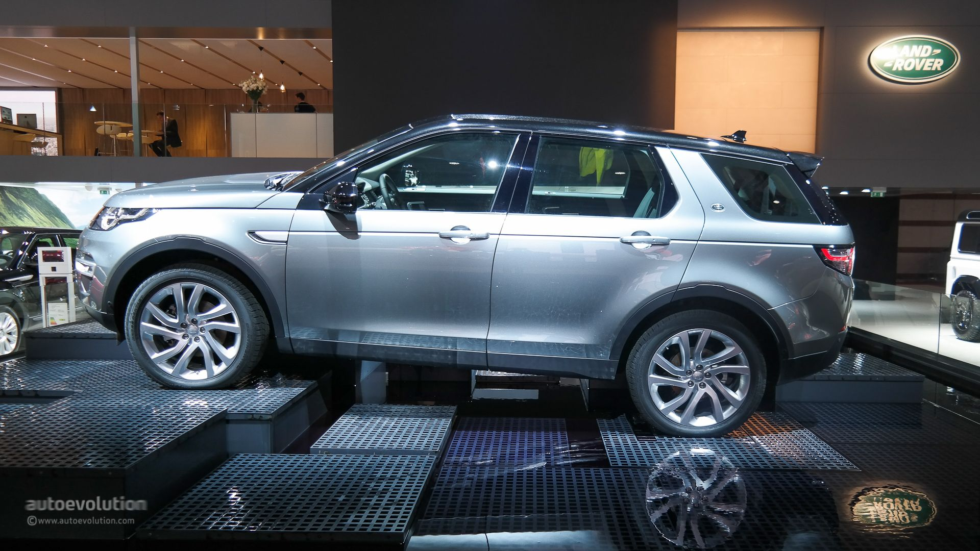 Discovery Sport with Oval Alloy roof rack with open ends