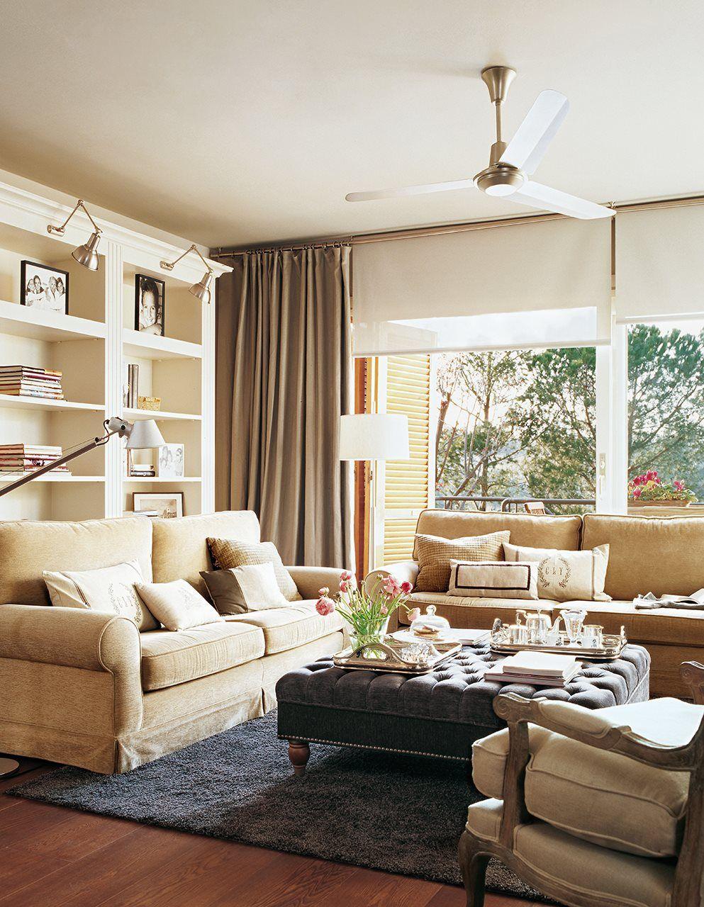 Saln con mesa auxiliar tapizada ventilador y librera