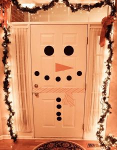 How cute and simple is this if you have  white door would be fun  do on our refrigerator but the an adorable idea also holidays snowman for christmas party   or get rh pinterest