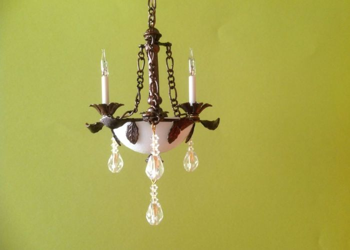 Like the look of lamp  can see chain  necklace  also