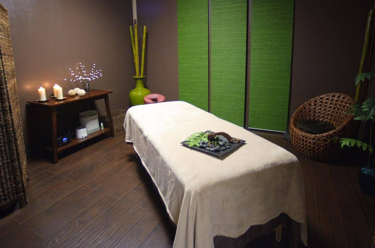 tranquil massage room love the punch of green