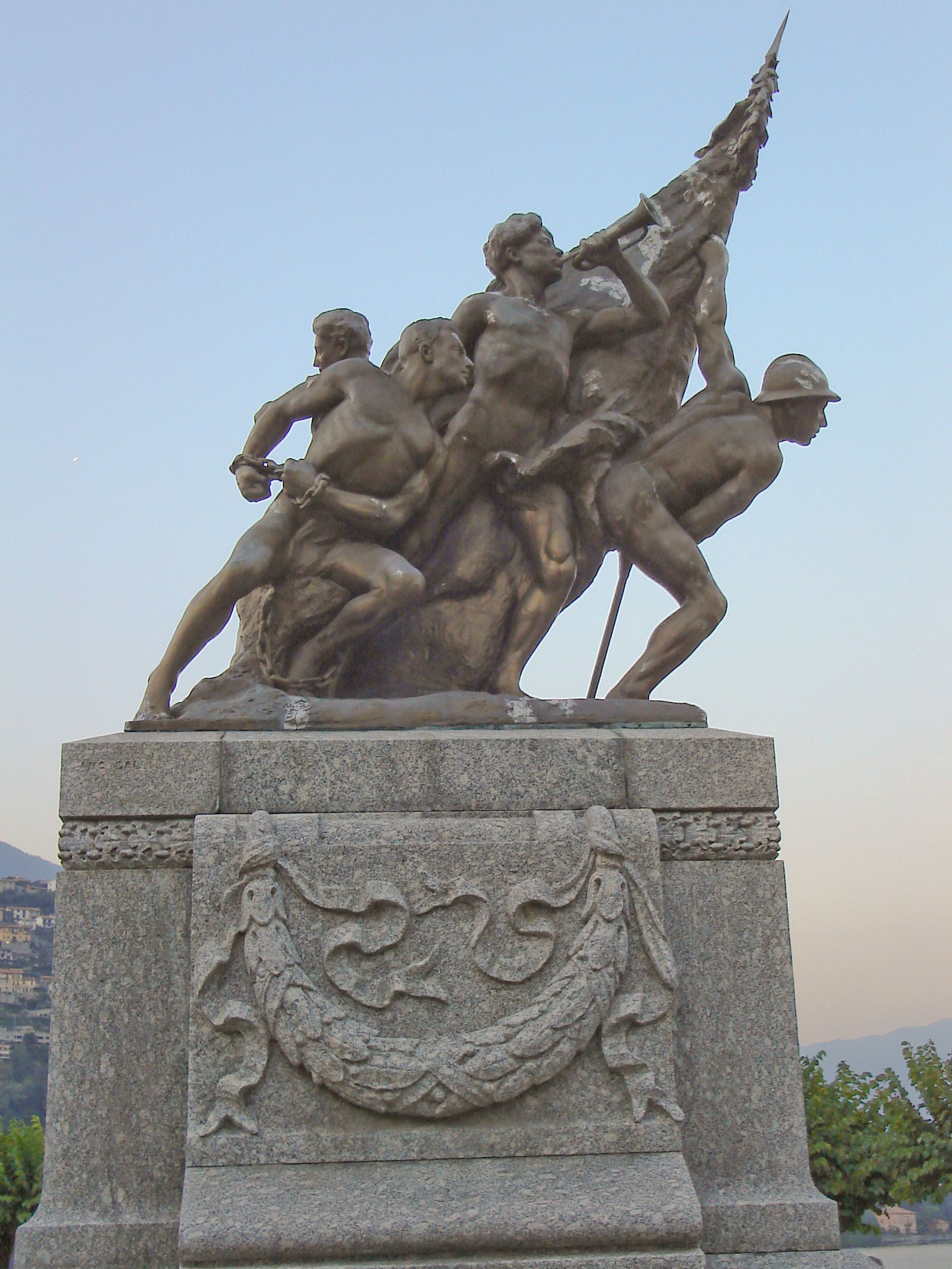 Description World War 1 War Memorial In Cernobbio