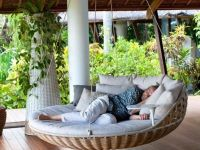 22 Creative Outdoor Swing Bed Designs For Relaxation ...