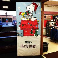 Christmas door decorating. Love snoopy!   Christmas ...