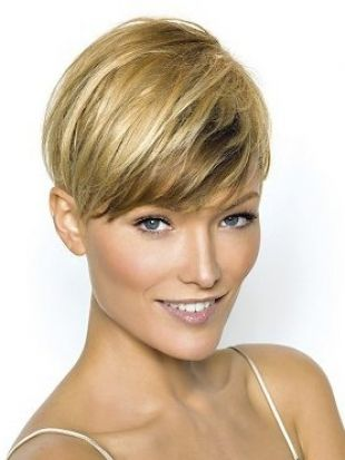 Stylish Wedge Haircuts For Short Hair Similar To The Inverted