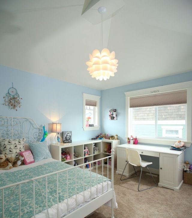 Mdchenzimmer einrichten mit FarbeBlauWeiMetallbett
