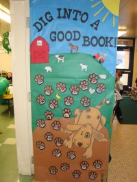reading classroom doors | classroom decorated their door ...