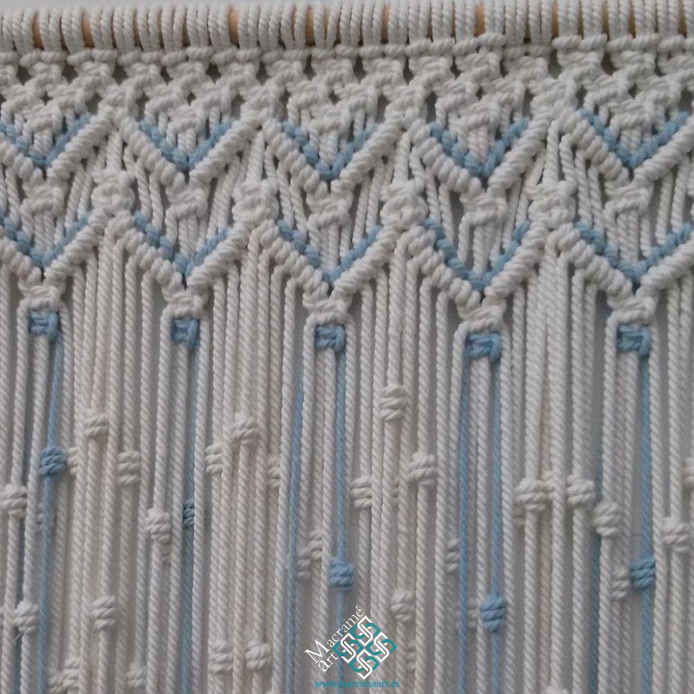 Cortina macrame modelo zigzag blanco y azul  Macrame