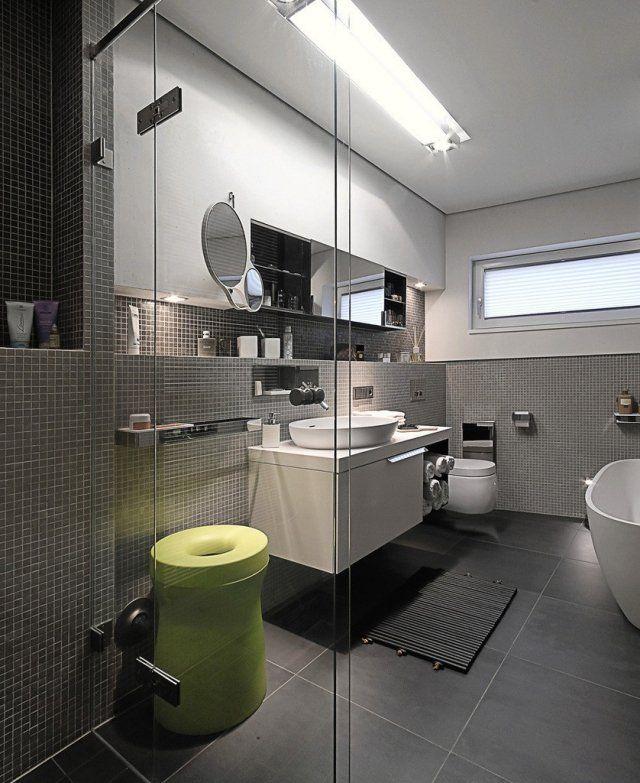 badezimmer graue wand mosaik fliesen wand waschtisch unterschrank  Wohnen  Pinterest