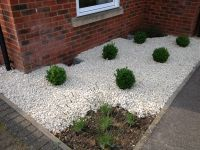 Cotswold Chippings 20mm used in garden landscaping
