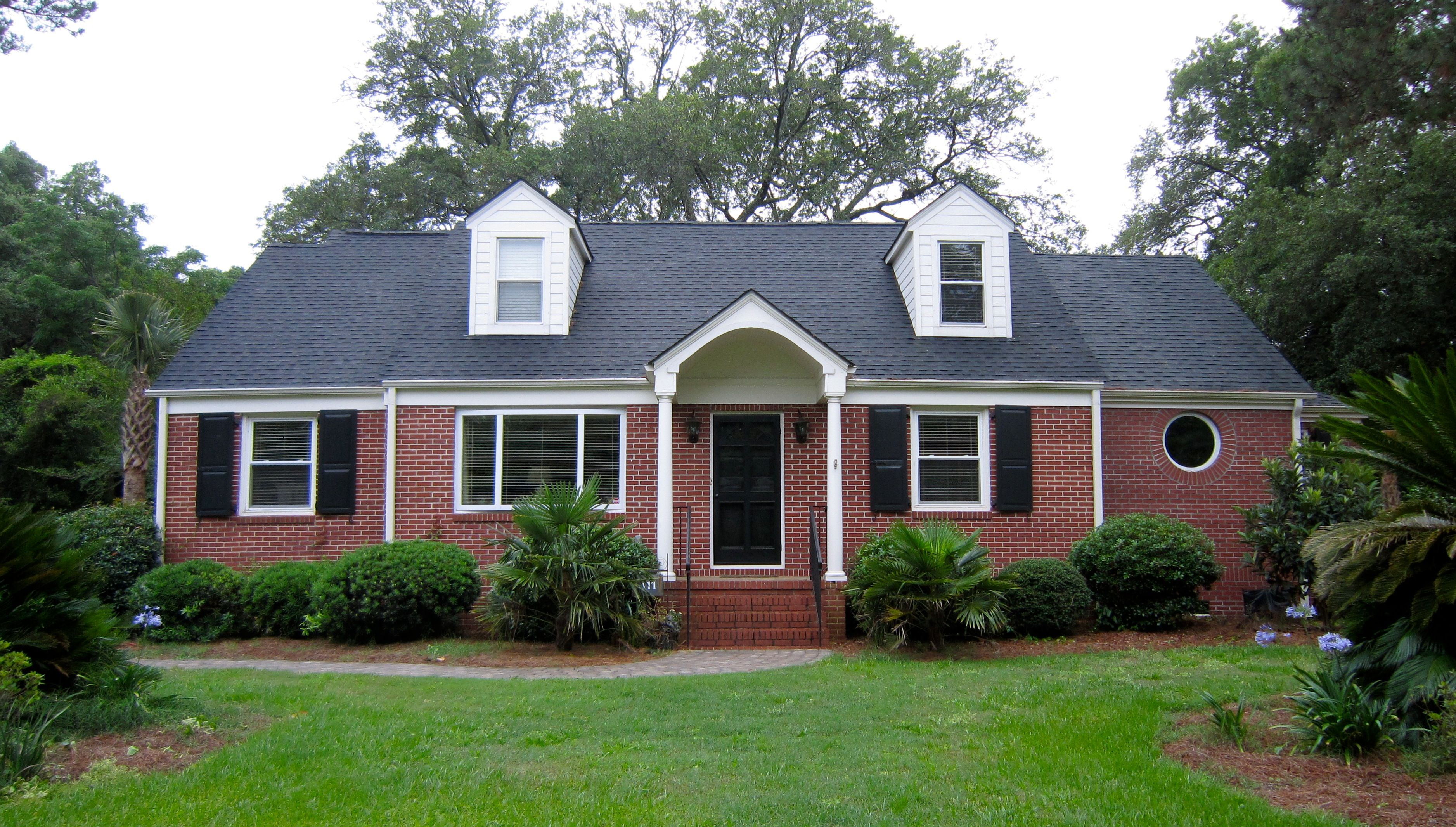 trim color ideas for red brick house