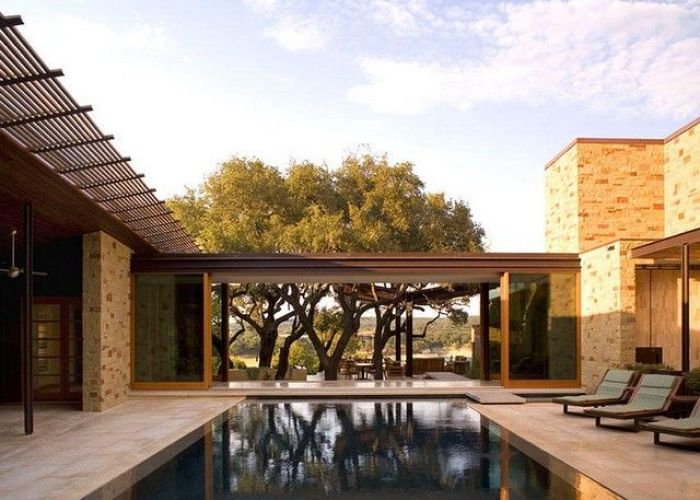 Dick clark architecture created this contemporary home to accommodate  large family with an active social life the overlooks lake travis also retreat designrulz com pinterest