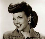 1940s-hairstyles-memorable-pompadours-carmen-miranda