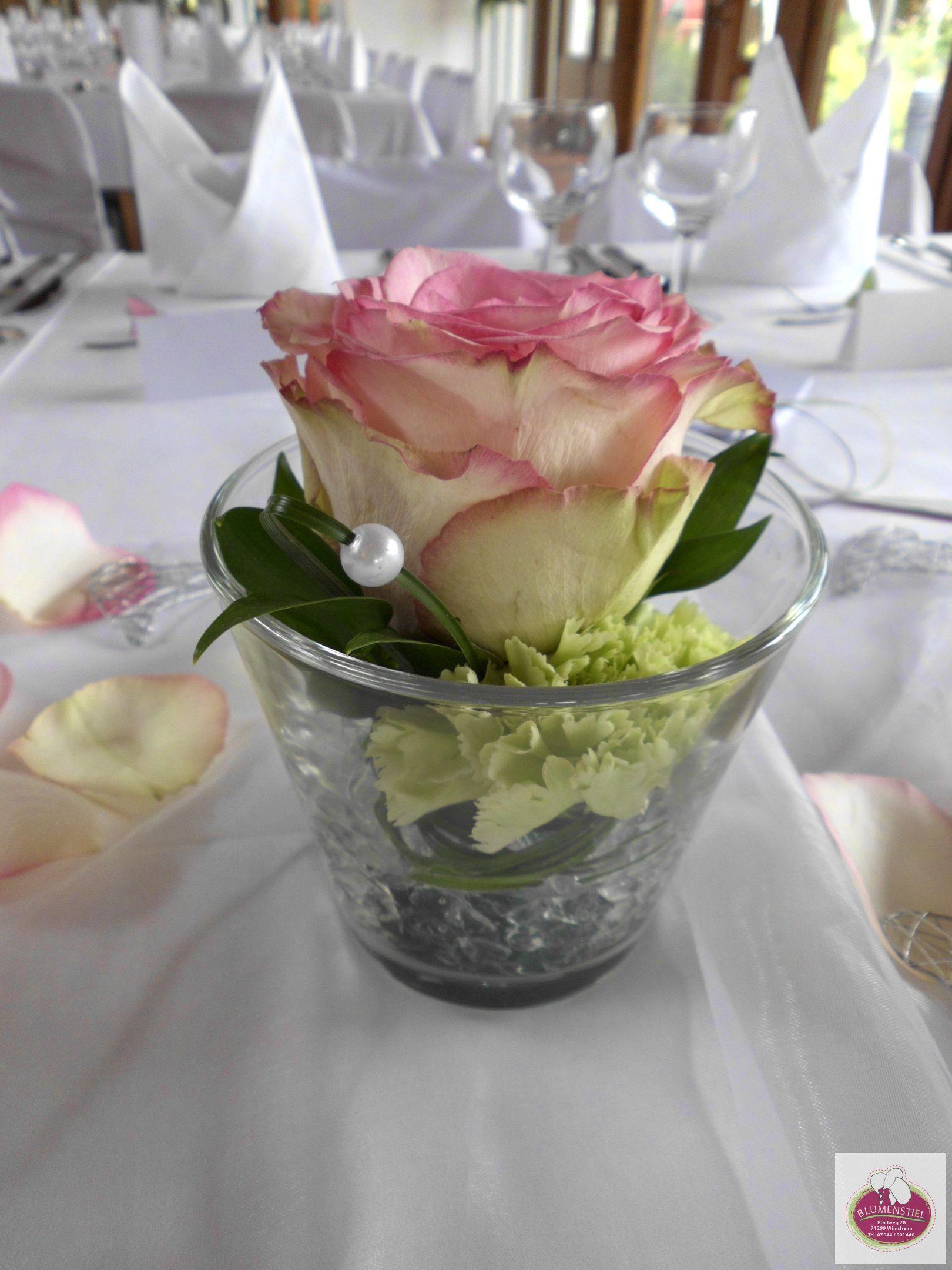EsperanceRosen und grne Nelken  Tischdeko  Pinterest  Nelken Rose und Grn