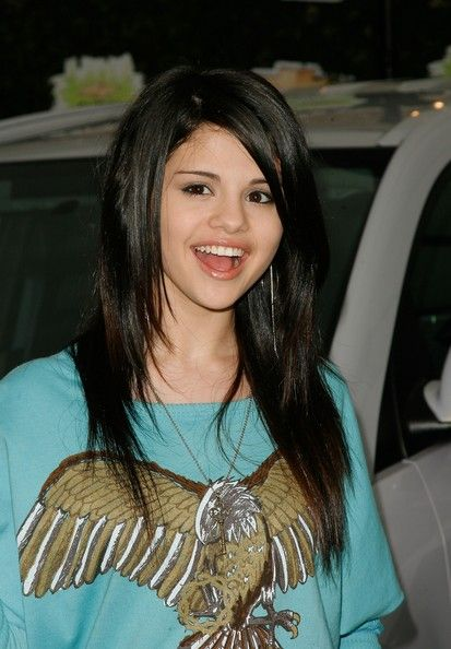 Selena Gomez Layered Cut Chevy Selena Gomez Hairstyles And Long