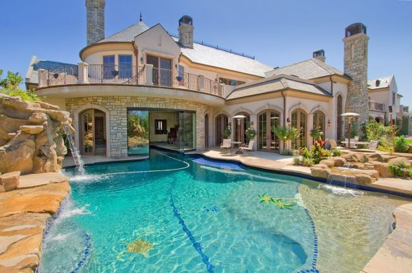 Dream House Pool In Front Of Bit