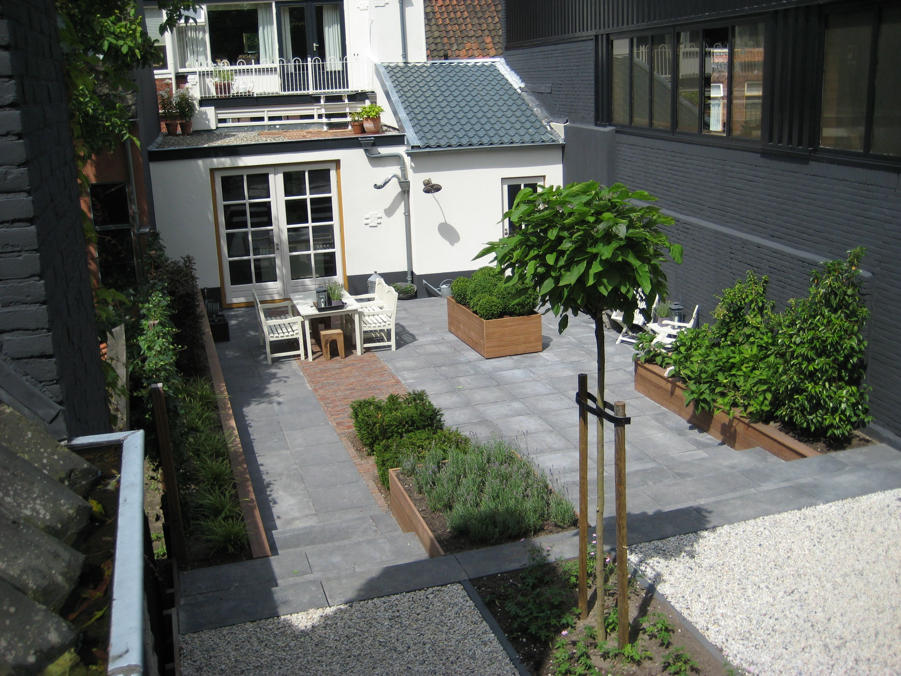 achtertuin tuin backyard garden small city urban dutch