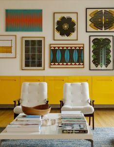 Living com aparador amarelo arquiteto arquitetura fonte arkpad gallery wall long yellow credenza also  rh pinterest