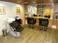 Small salon! Perfect! Want, want, want! Just for me