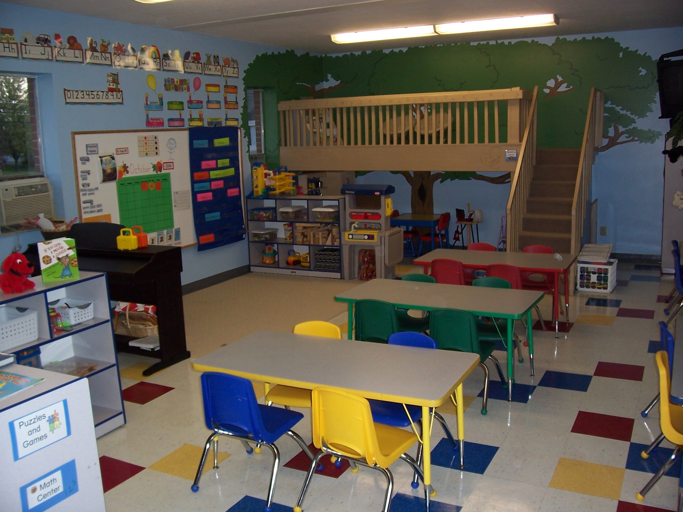LOVE The Loft In This Classroom! Someday I Will Have One